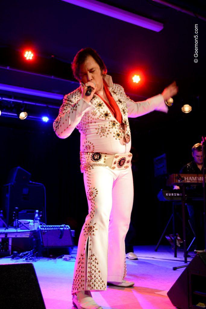 Elvis im Parkclub
